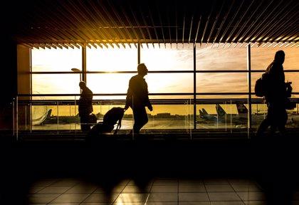Los usuarios de avión aumentaron un 8,8% en abril y los de AVE subieron un 3%