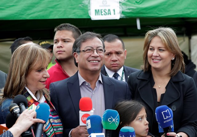Colombian presidential candidate Gustavo Petro, accompanied by his family, speak