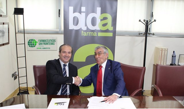 Antonio Pérez Ostos y Rafael Martínez en la firma del acuerdo FSFE y BidaFarma