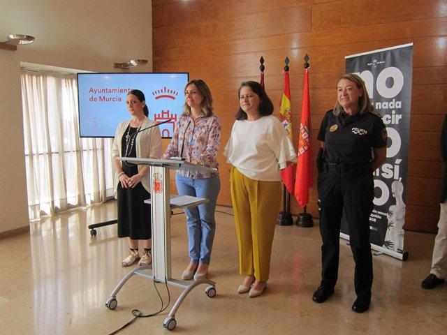 Alicia Barquero, Conchita Ruiz, Lola Sánchez y PL