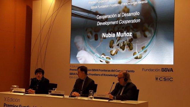 Los doctores James Allison y Nubia Muñoz en Premios de Fundación BBVA