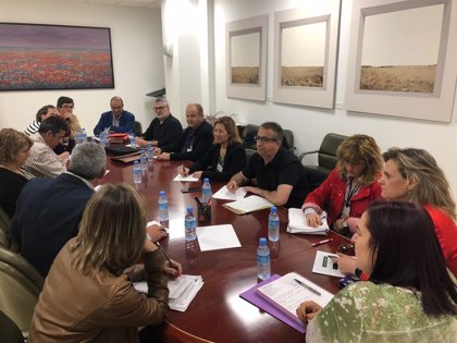 La Junta reclama un informe al observatorio de precios ante la situación de la cereza