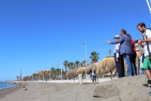 Juan Cassá en la playa de San Andrés pide soluciones a largo plazo a pérdida are
