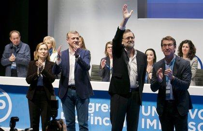 """Rajoy asegura que no intervendrá más que """"lo justo"""" en el Congreso y algunos dirigentes llaman a una candidatura única"""