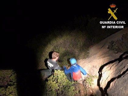 Rescatan de madrugada a siete personas, cuatro de ellas menores, tras perderse en Benimantell (Alicante)