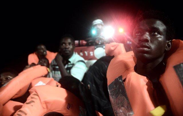 Migrantes a bordo del MV Aquarius