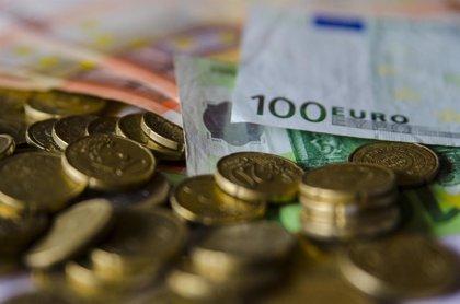 El Tesoro coloca 5.480 millones de euros en letras a tipos menos negativos