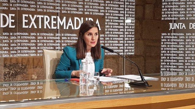Isabel Gil Rosiña, en Consejo de Gobierno