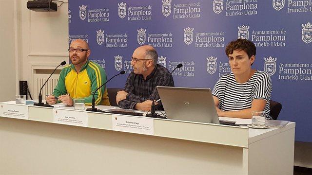 Armanda Cuenca, Joxe Abaurrea y Cristina Arregi.
