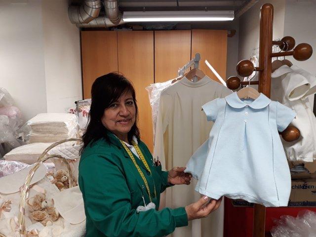 Peruana en el taller de Cáritas en Madrid