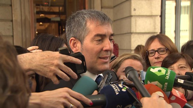 Fernando Clavijo declara en la puerta del Congreso