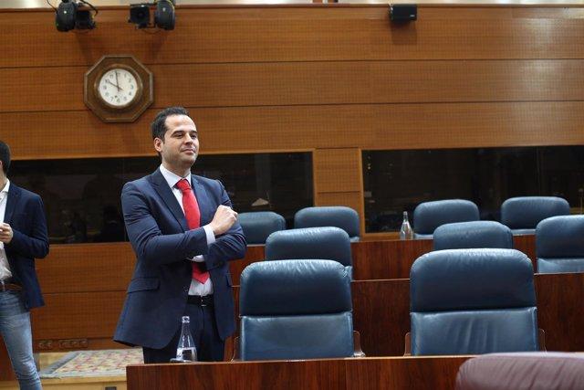 Ignacio Aguado durante el pleno de investidura de Ángel Garrido