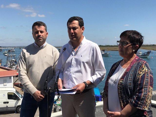 El presidente del PP andaluz, Juanma Moreno, en Punta Umbría.