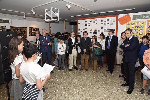 Pilar Acuña, Jesús Carrascosa y Teo García en la presentación de la exposición