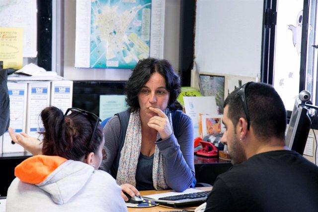 Personas reciben formación del programa Más Empleo de La Caixa