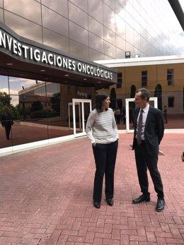 Pedro Duque visita el ISCIII y el CNIO