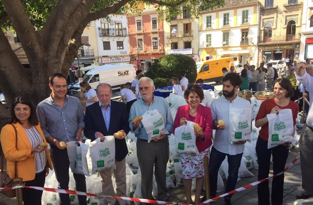 Reparto de patata nueva de Asaja-Sevilla y Asociafruit.