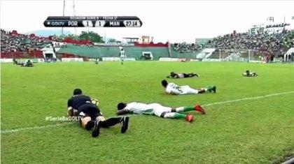 Un enjambre de abejas tumbó en el suelo a los jugadores y paralizó un partido de fútbol en Ecuador