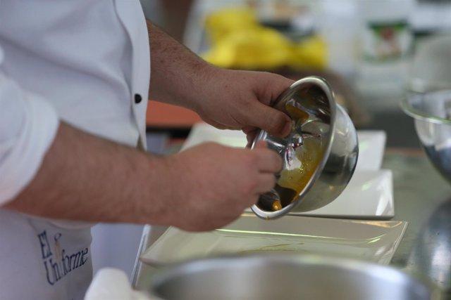 Cocina, cocinar, batir, elaborar, receta, cocinero