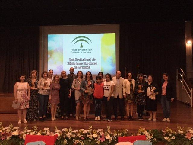 Foto de grupo de docentes, familiares y centros reconocidos