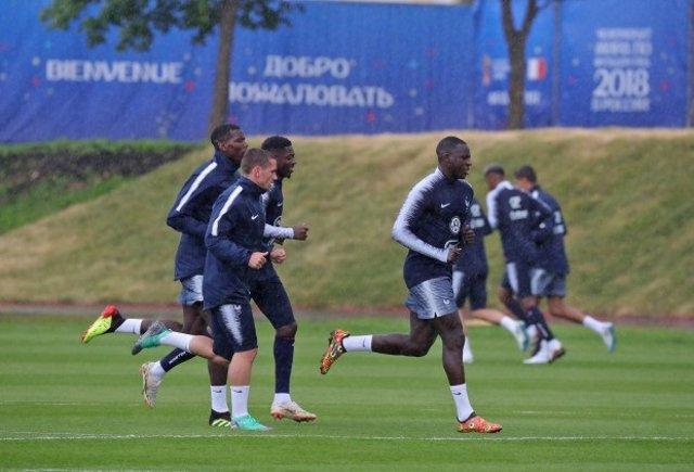 Antoine Griezmann entrenando con la selección francesa