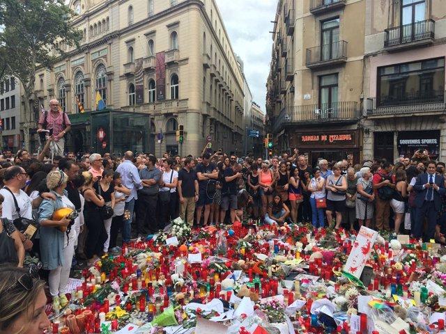 Homenaje de los ciudadanos en el lugar del atentado (archivo)