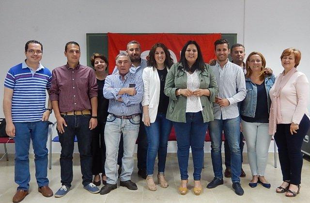 Amo (4ª dcha.) con dirigentes del PSOE en Cañete