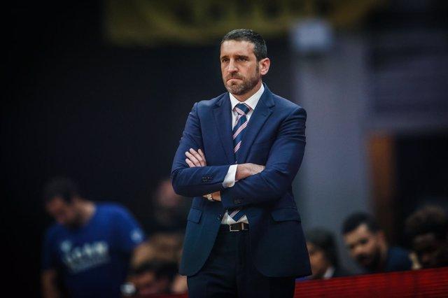 El entrenador del UCAM Murcia, Ibon Navarro