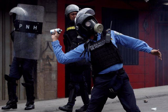Policía de Honduras durante una manifestación