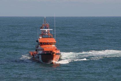 Rescatadas 89 personas de cinco pateras en aguas del Estrecho