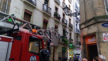 Evacuada al hospital Donostia de San Sebastián una mujer tras registrase un incendio en una vivienda de la Parte Vieja