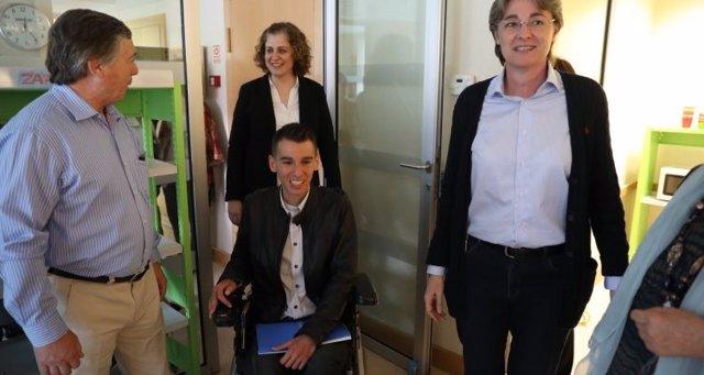 Marta Higueras, Esther Gómez y Pablo Soto en Carabanchel