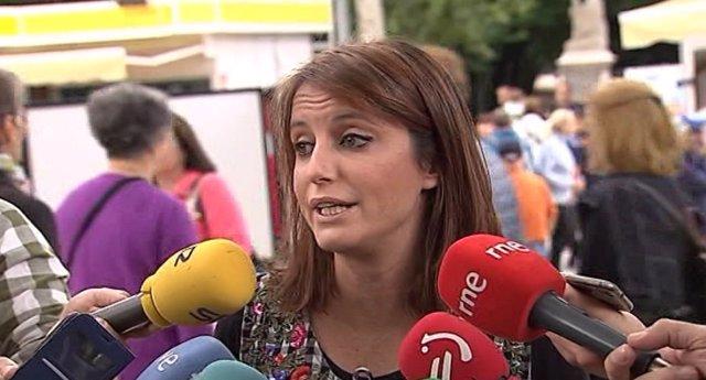 Andrea Levy visita la Feria del Libro de Madrid