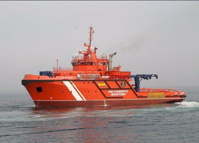 El buque 'Luz de Mar' en tareas de salvamento