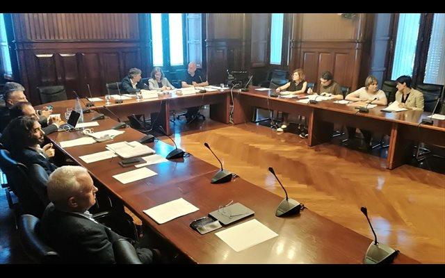 El Parlament cita a Santamaría, Zoido y Sanz Roldán (CNI) a la comisión de los atentados