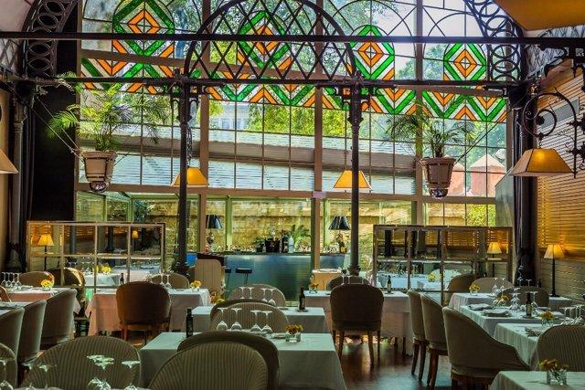 Salón principal del Restaurante Oriza en Sevilla.