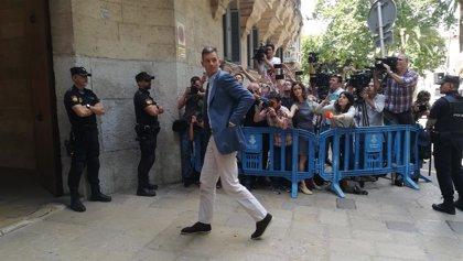 Urdangarin llega a la Audiencia, donde recibirá la orden de ingreso en prisión