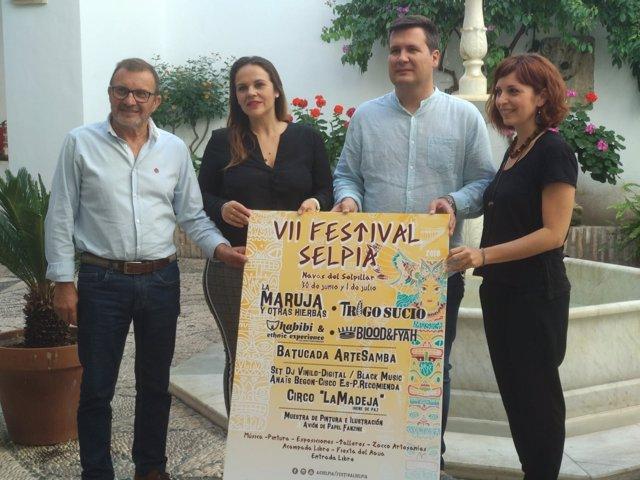 Barbero (izda.), durante la presentación del Festival Selpia
