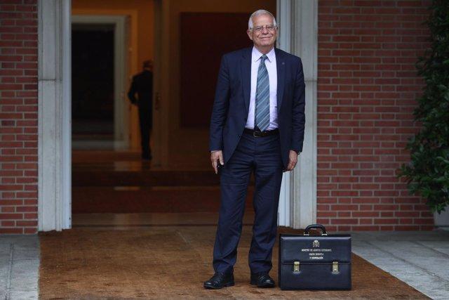 Borrell, ministro de Asuntos Exteriores, llega a su primer Consejo de Ministros