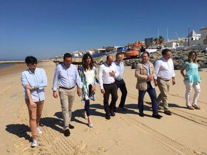 """PP-A pide al Gobierno que aporte la arena """"ya"""" en las playas porque el verano es """"el pan de muchos onubenses"""""""