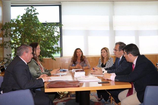 Reunión de Enrique Ossorio con representantes de la AVT