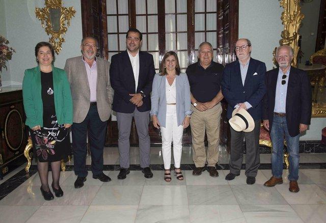 Reunión de la Diputación con los Areneos gaditanos