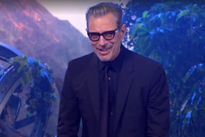 VÍDEO: Las estrellas de Jurassic World cantan el tema de Jurassic Park... con Jeff Goldblum al teclado