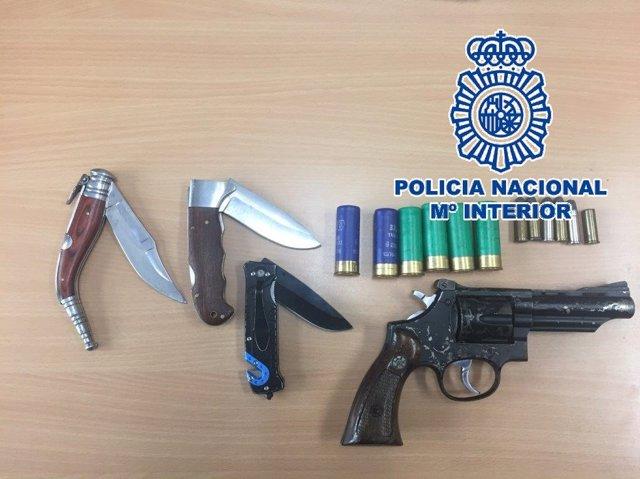 """Nota De Prensa Con Fotos Y Enlace A Video """"La Policía Nacional Detiene A Dos Per"""