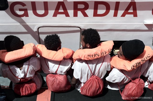 Aquarius is currently in the process of transferring 400 persons to two Italian