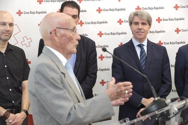 Garrido en la nueva sede de Cruz Roja en Alcalá de Henares