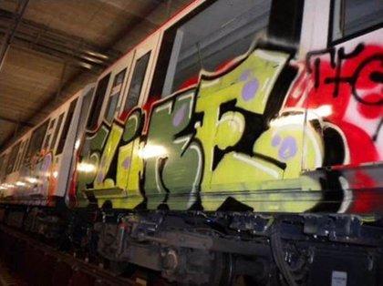 Los grafitis suponen más de 20 millones de euros de gasto al transporte público en España, según ATUC