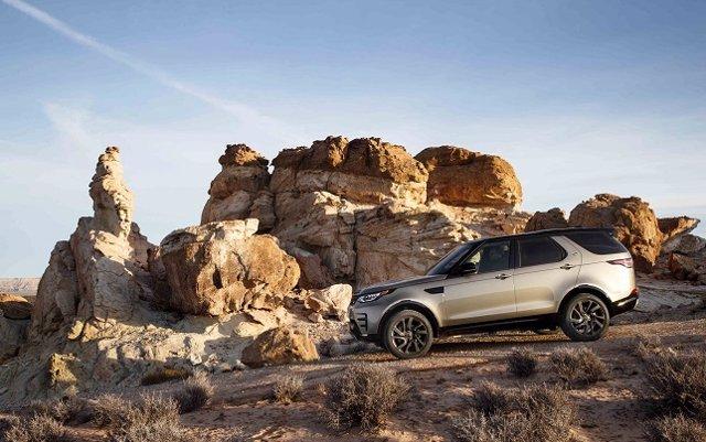 Land Rover incorpora un motor de 306 caballos y nuevos sistemas de seguridad al Discovery