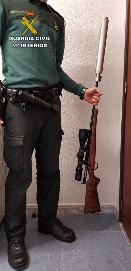 Dos detenidos en Ciruelos del Pinar a los que se les intervino un rifle con silenciador