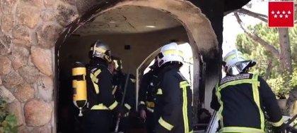 Tres heridos, uno de ellos con graves quemaduras, por el incendio de un chalé en Guadarrama